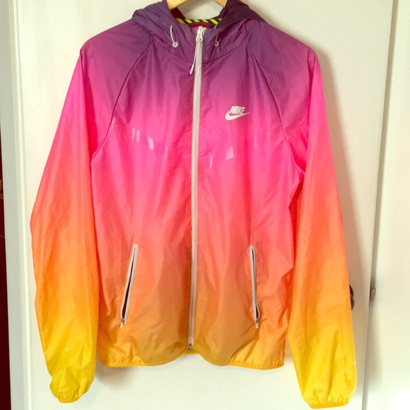 size 40 ba0ae 8284a Nike windrunner jacket in sunset. M 5a7229e900450fc237f765aa